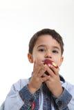 Niño con una manzana Imagen de archivo libre de regalías
