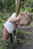 Niño con una pala Fotografía de archivo
