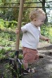 Niño con una pala Imagen de archivo