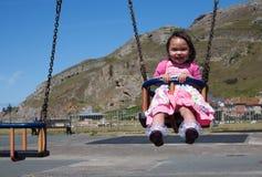 Niño de balanceo Fotografía de archivo