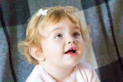 Niño de bostezo lindo imágenes de archivo libres de regalías