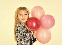 Niño de la cara para la portada de revista La muchacha embroma el retrato de la cara en su advertisnent Pequeño niño de la muchac Imágenes de archivo libres de regalías