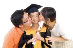 Niño de la graduación foto de archivo