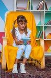 Niño de la lectura Fotografía de archivo libre de regalías