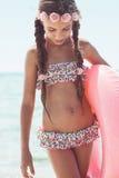 Niño de la moda en la playa Fotografía de archivo