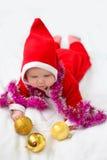 Niño de la Navidad en el sombrero de Papá Noel Imágenes de archivo libres de regalías