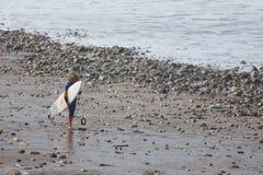 Niño de la persona que practica surf Fotografía de archivo