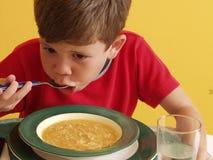 Niño de la sopa. Imagenes de archivo