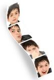 Niño de la tira de la cabina de la foto que hace caras Fotografía de archivo
