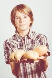 Niño de las patatas fotografía de archivo libre de regalías