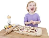 Niño de risa con la pizza hecha casera foto de archivo