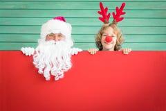 Niño de Santa Claus y del reno imagen de archivo