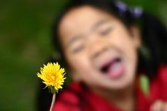 Niño del diente de león imagen de archivo libre de regalías