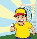 Niño del fútbol con la barra de chocolate Imagenes de archivo