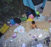 Niño del refugiado en el campo Lesvos Grecia imagen de archivo