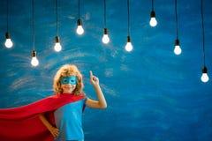 Niño del super héroe en casa Imagenes de archivo