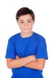 Niño divertido con diez años y la camiseta azul Imagen de archivo