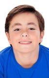 Niño divertido con diez años y la camiseta azul Fotos de archivo libres de regalías