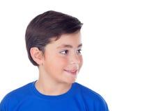 Niño divertido con diez años y la camiseta azul Fotos de archivo