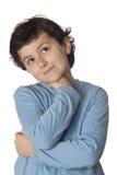 Niño divertido con el pensamiento azul de la camisa Fotos de archivo