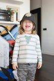 Niño divertido con la risa del sombrero del policía de Bobby del inglés Foto de archivo libre de regalías