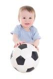 Niño divertido del bebé con el balón de fútbol aislado en blanco Foto de archivo libre de regalías