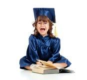 Niño divertido emocional en ropa del académico imagenes de archivo