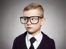 Niño divertido en traje y vidrios Imágenes de archivo libres de regalías