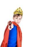 Niño divertido hermoso vestido como rey que lleva un mando de la corona Imágenes de archivo libres de regalías