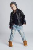 Niño divertido niño pequeño de moda en sombrero Fotografía de archivo libre de regalías