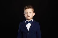 Niño elegante en traje y lazo Imagen de archivo libre de regalías