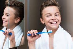 Niño en cuarto de baño Foto de archivo libre de regalías