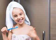 Niño en cuarto de baño fotografía de archivo libre de regalías