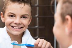 Niño en cuarto de baño Imágenes de archivo libres de regalías
