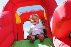 Niño en diapositiva animosa del castillo Fotografía de archivo libre de regalías