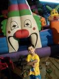 Niño en el área de juego Imagen de archivo