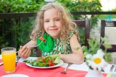 Niño en el café Foto de archivo libre de regalías