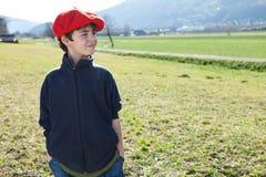 Niño en el campo Fotografía de archivo