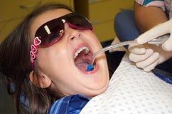 Niño en el dentista Fotos de archivo libres de regalías