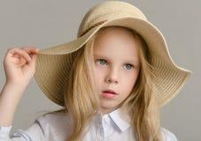 Niño en el estudio que presenta en ropa de moda Imagen de archivo libre de regalías