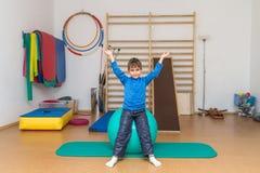 Niño en el gimnasio Fotografía de archivo libre de regalías