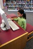 Niño en el ordenador Foto de archivo