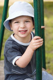 Niño en el patio Foto de archivo