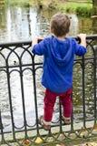 Niño en el puente Imágenes de archivo libres de regalías