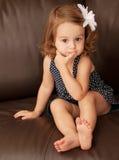 Niño en el sofá Foto de archivo