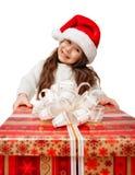 Niño en el sombrero de Papá Noel con la caja de regalo. fotografía de archivo