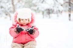 Niño en invierno fotos de archivo