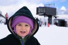 Niño en la estación de esquí Imagenes de archivo