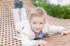 Niño en la hamaca Imagen de archivo