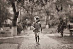 Niño en la lluvia Fotografía de archivo libre de regalías